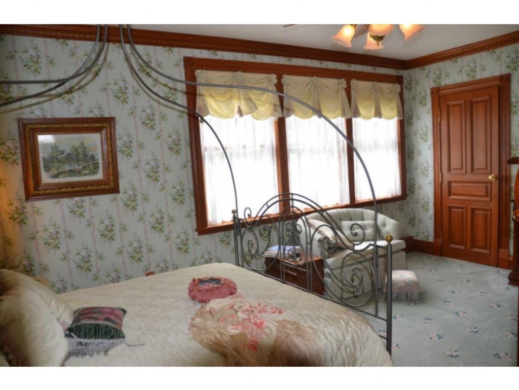Guest Bedroom 16836851