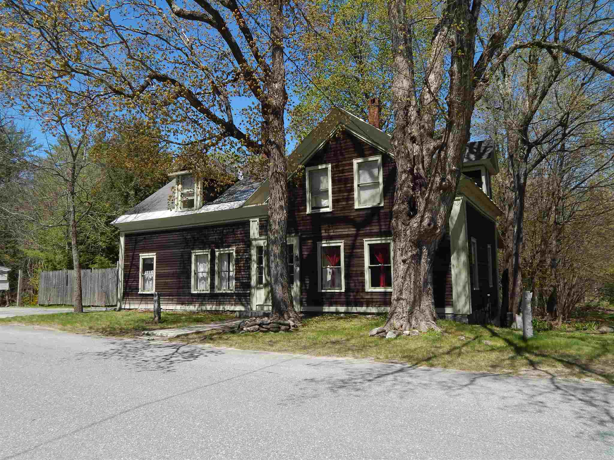 Newbury NH 03255Home for sale $List Price is $299,500