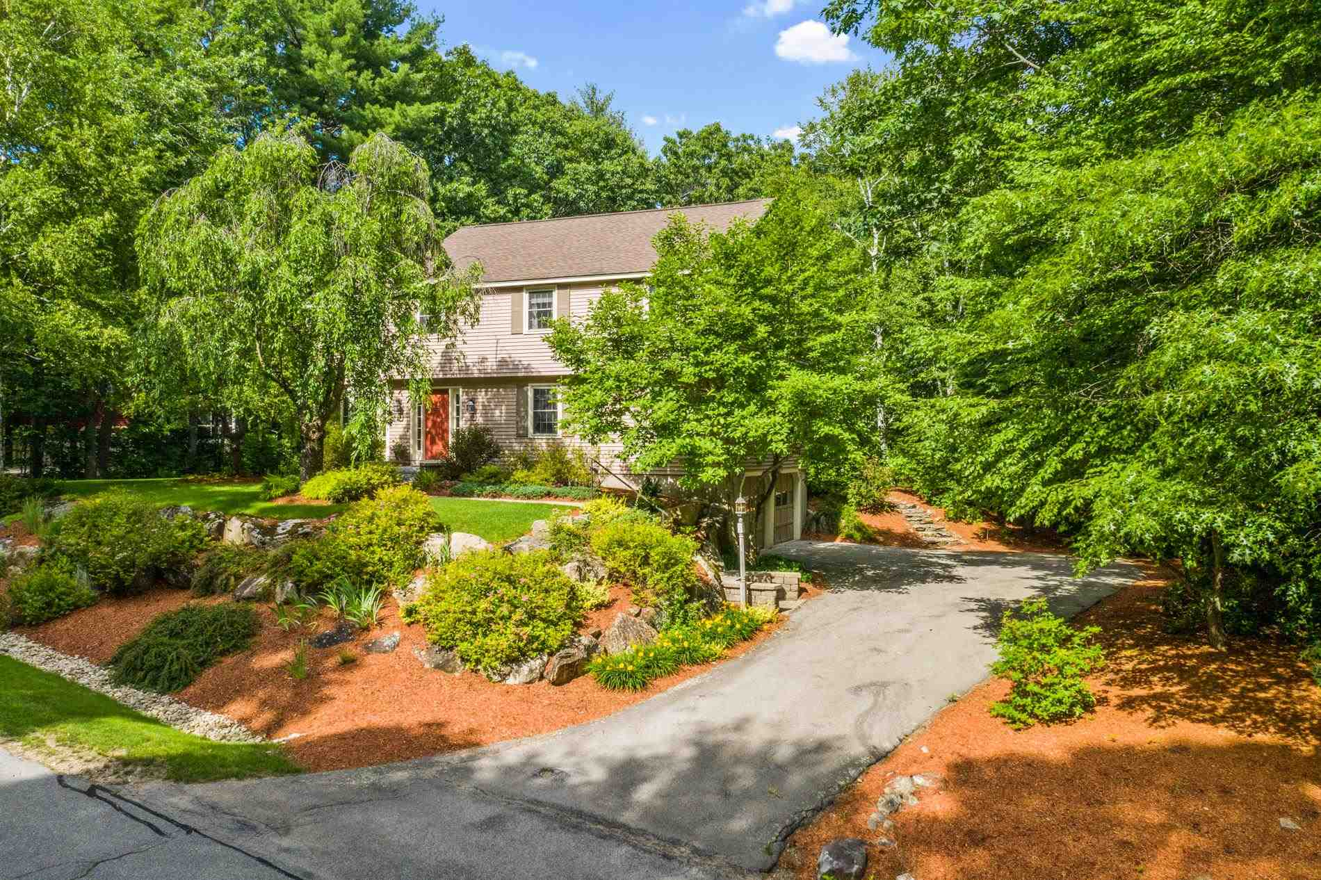 Photo of 5 Crestwood Court Amherst NH 03031