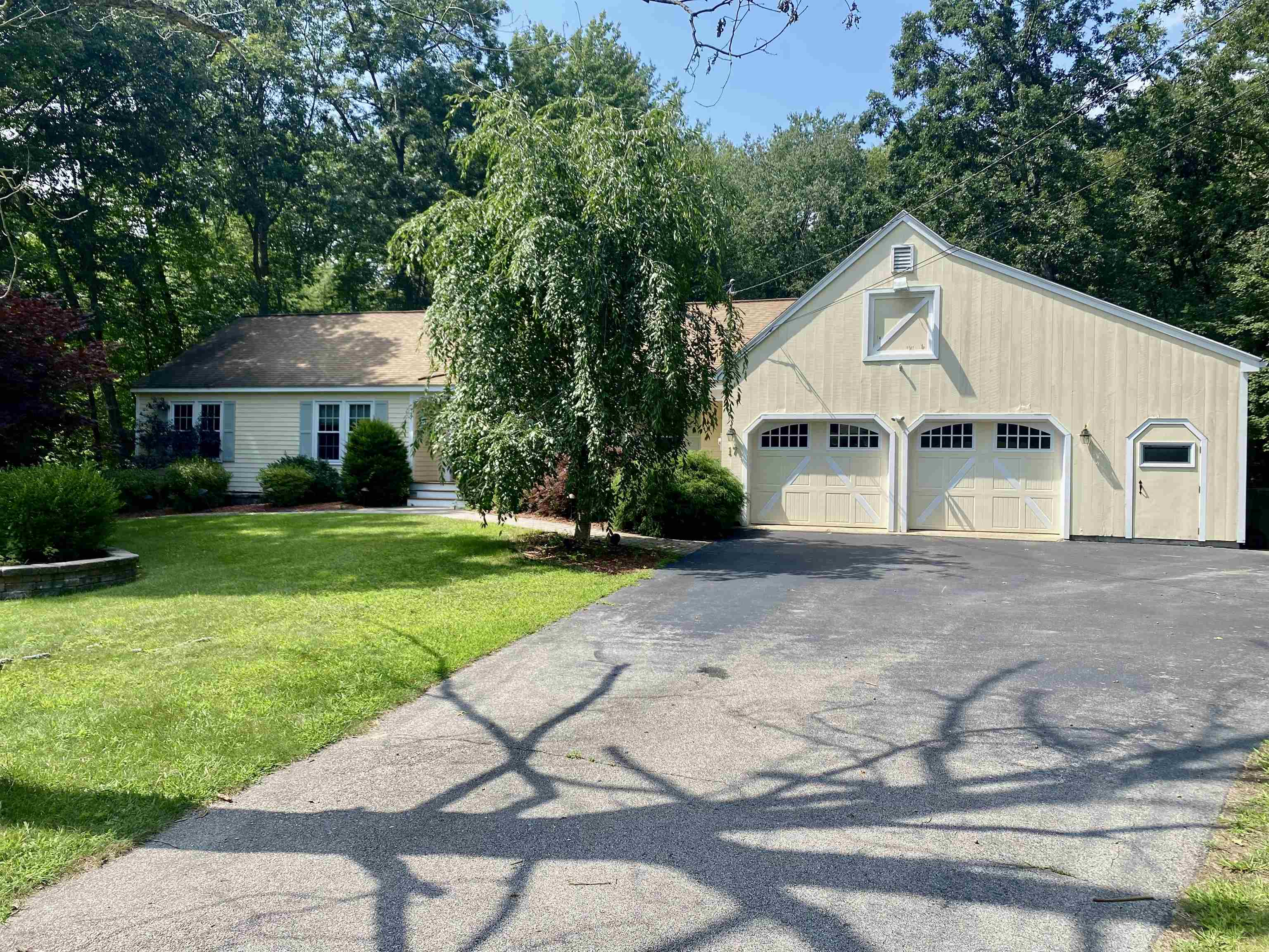 Photo of 17 Meadowbrook Lane Litchfield NH 03052