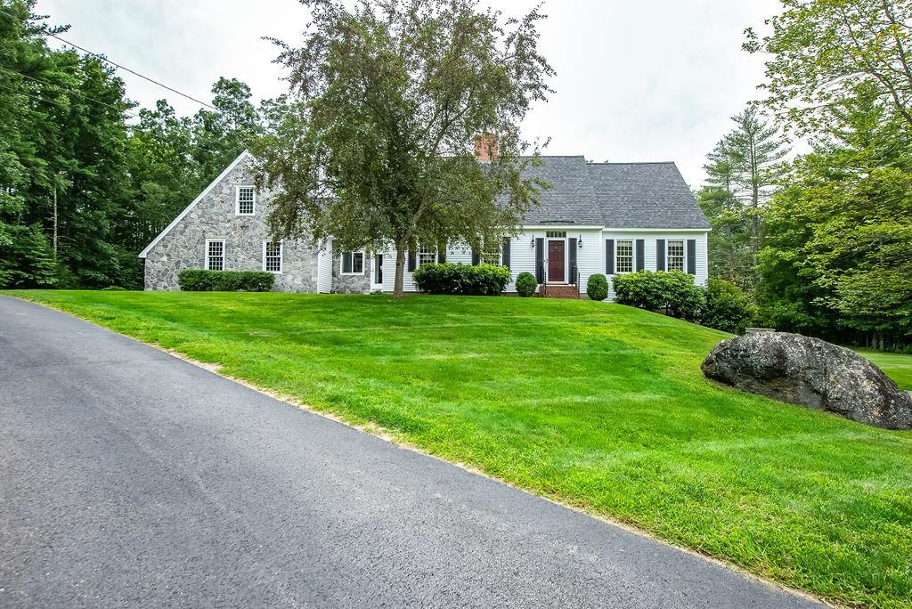 Photo of 11 Cullen Way Exeter NH 03833
