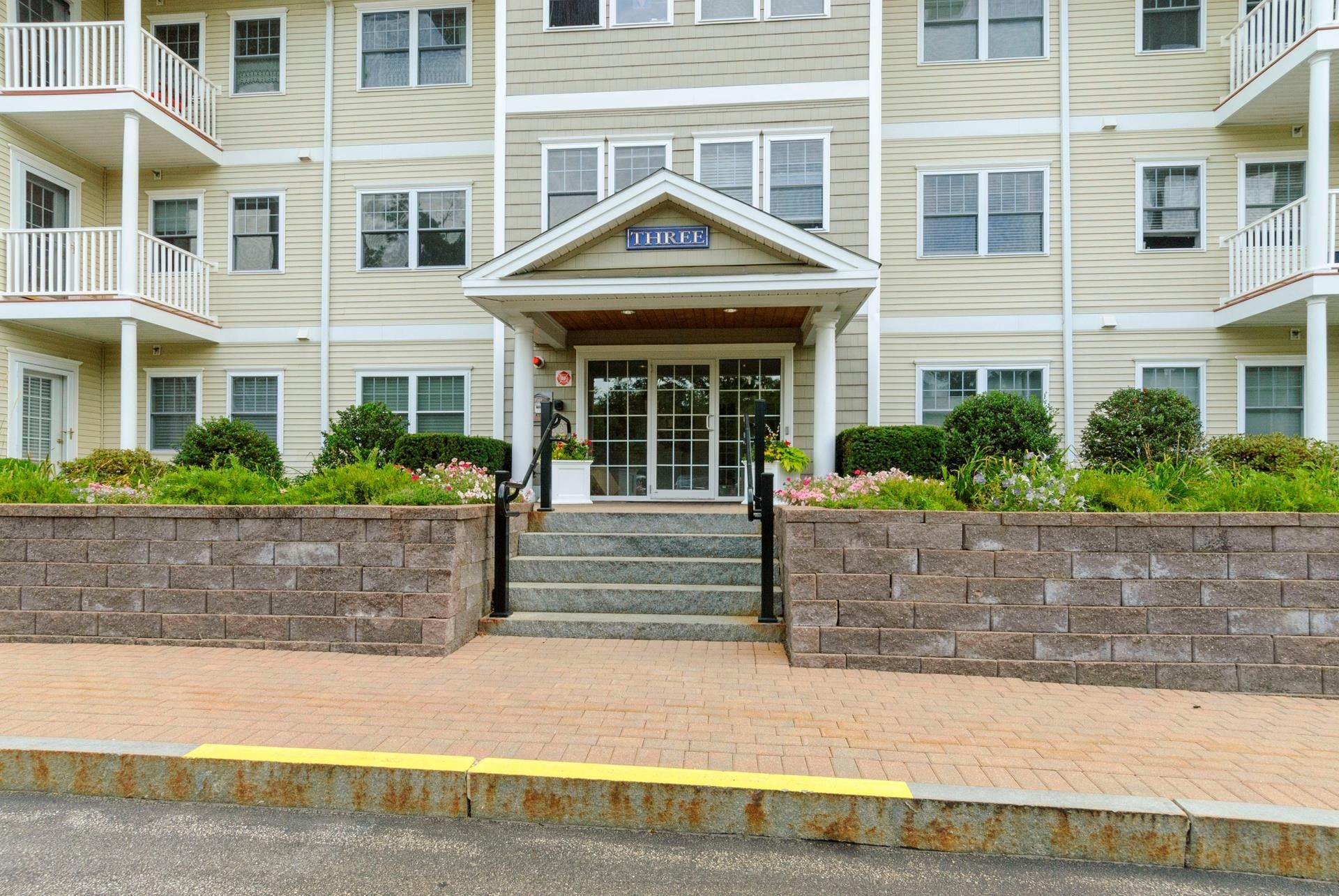 3 Sterling Hill Lane 314, Exeter, NH 03833