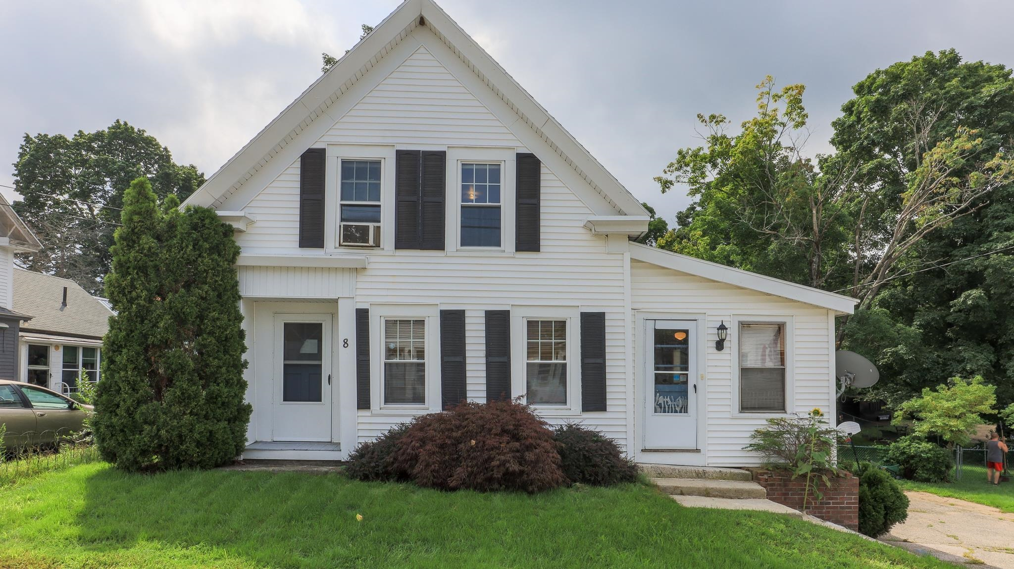 8 Old Manchester Road, Raymond, NH 03077
