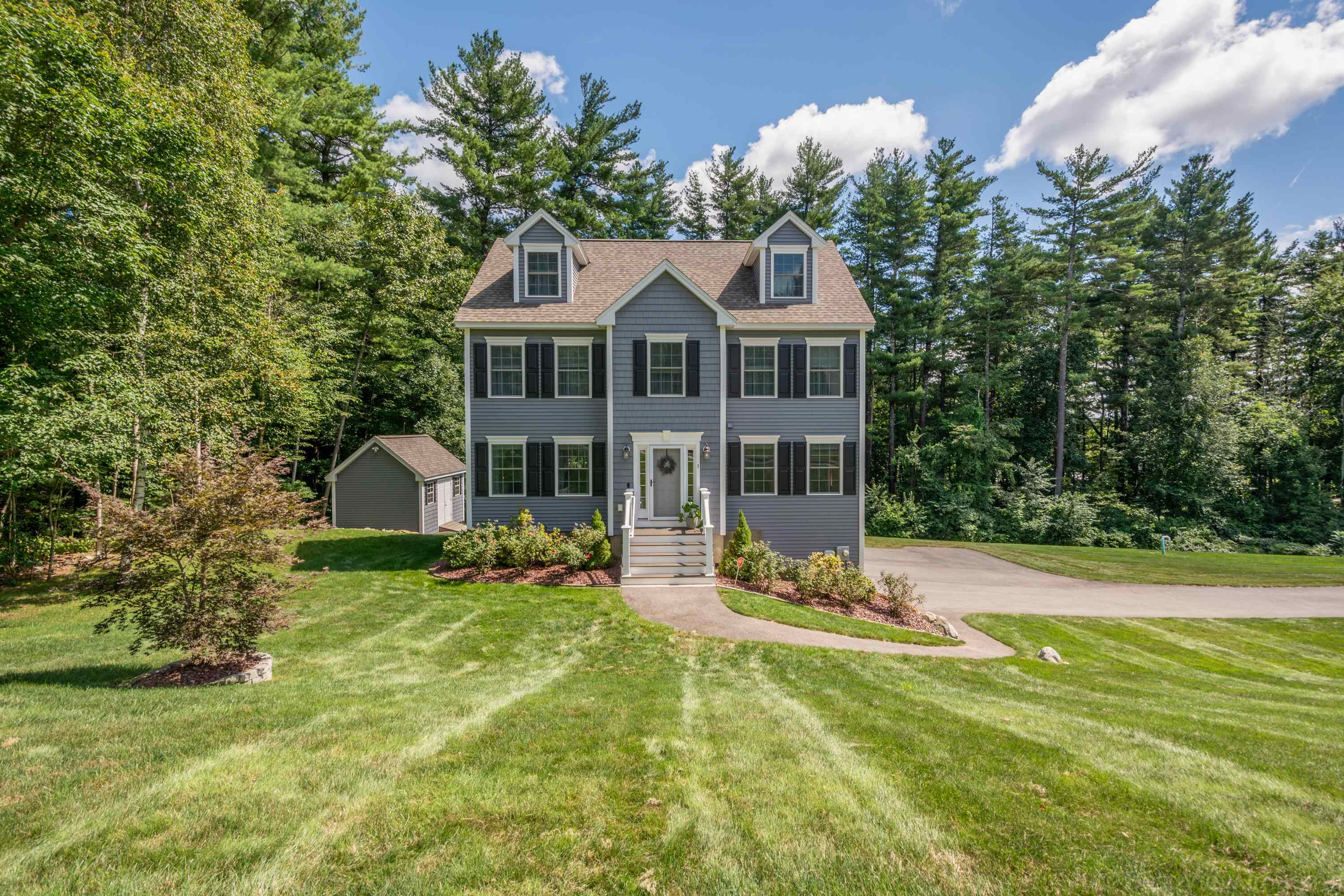 3 Stone Fence Drive, Derry, NH 03038