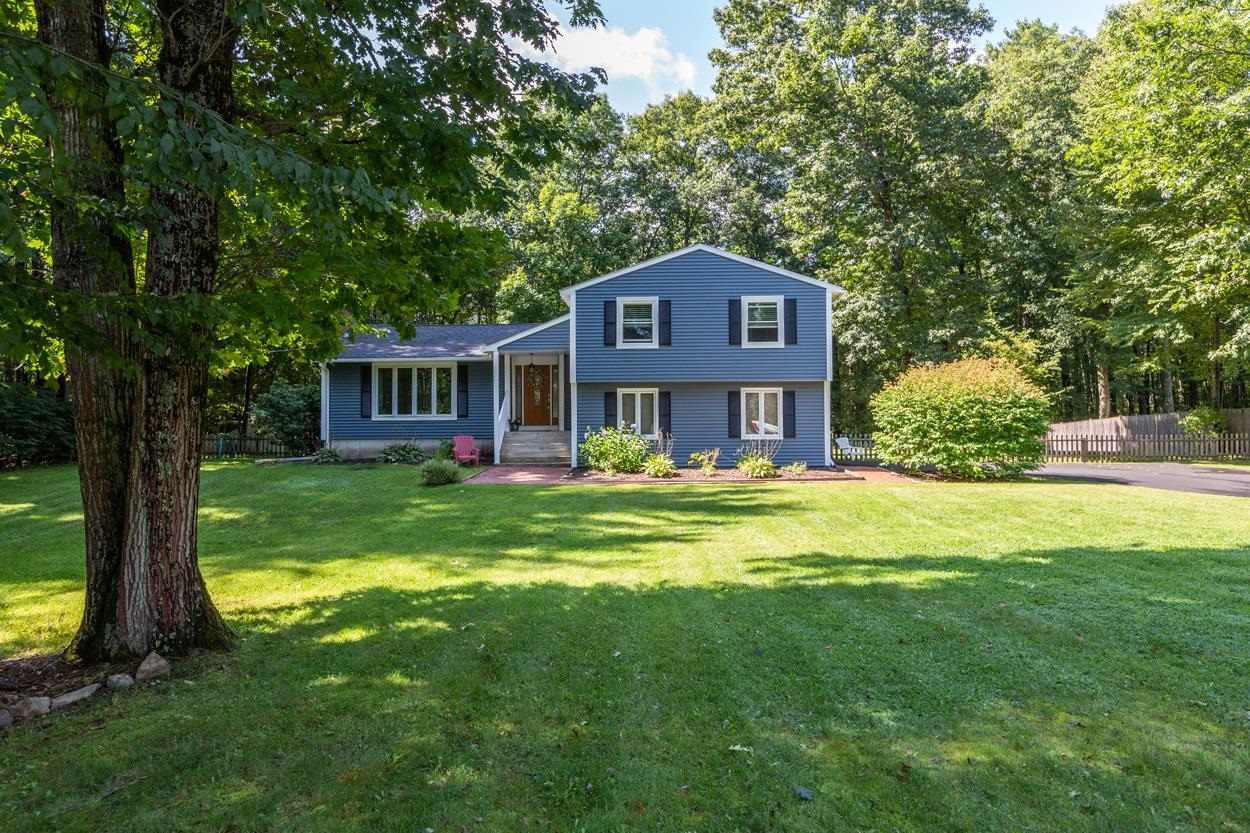 Photo of 8 Ross Drive Londonderry NH 03053